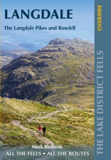 Walking the Lake District Fells - Langdale : The Langdale Pikes and Bowfell
